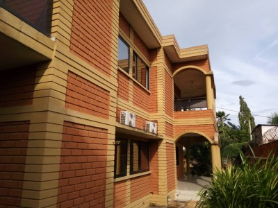 Belle villa duplex 6 chambres avec titre foncier