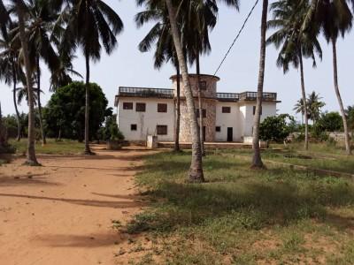 2 grandes villas sur un domaine au bord du lac Togo