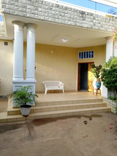 Belle villa 4 chambres avec piscine et titre foncier