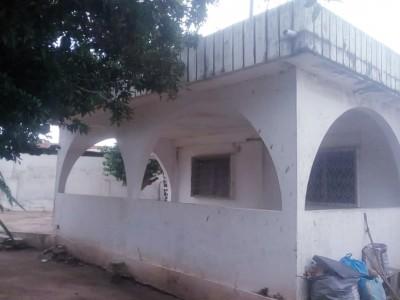 villa 3ch salon +3 dépen. avec titre foncier sur 1,5 lot à rénover