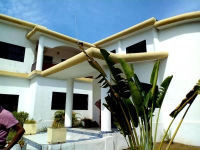 superbe villa 7chambres  4 salons - 3bureaux avec piscine