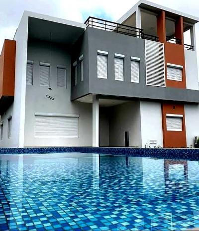 Splendide villa moderne de 5 chambres avec piscine