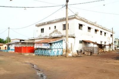 immeuble de plusieurs villas .. boutique et magasins