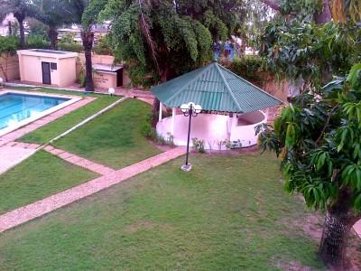 Belle villa 4 chambres avec piscine non meublée