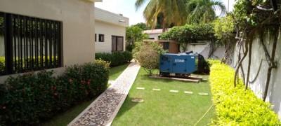 Superbe villa 5 chambres avec piscine . non meublée